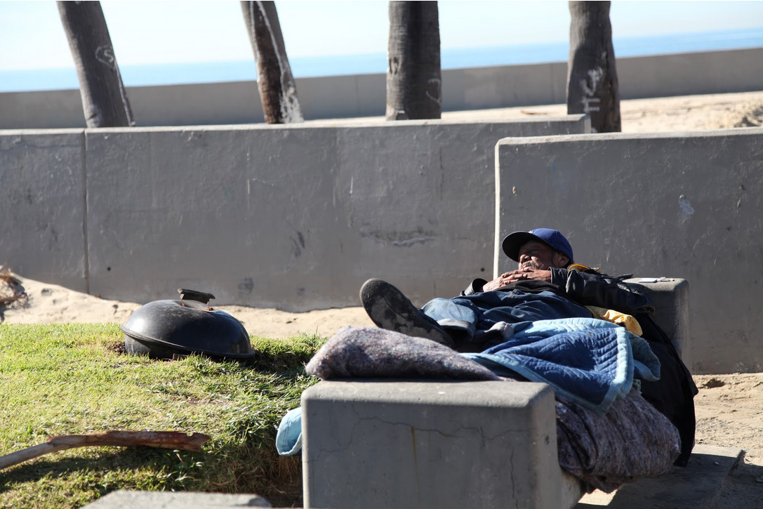 Figure 1. Life without shelter on Venice Beach. Taken by Margaret Molloy.